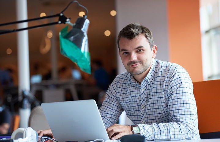 Dzisiejsze biuro – jak je zaaranżować i jakie meble nabyć?